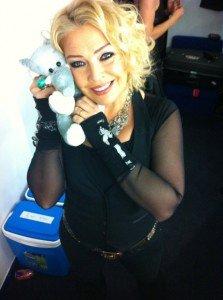 Kim Wilde sur Twitter - 14/12/2011 dans Divers 472554997-1-223x300
